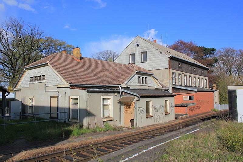 Bahnhofsgebäude April 2016.