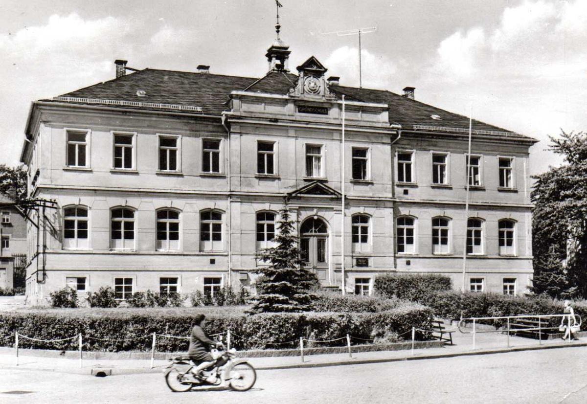 Dorfplatz um 1976.