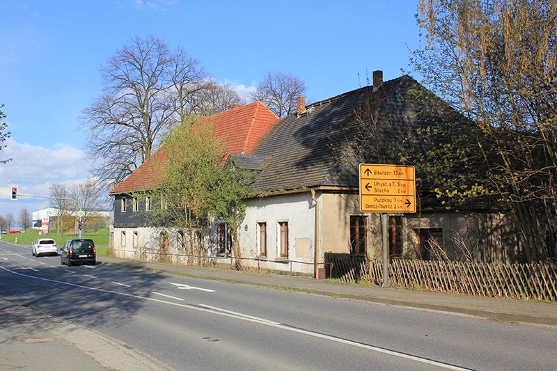 Der verfallende Gasthof Sächsischer Reiter im Ortsteil Wölkau im April 2016.