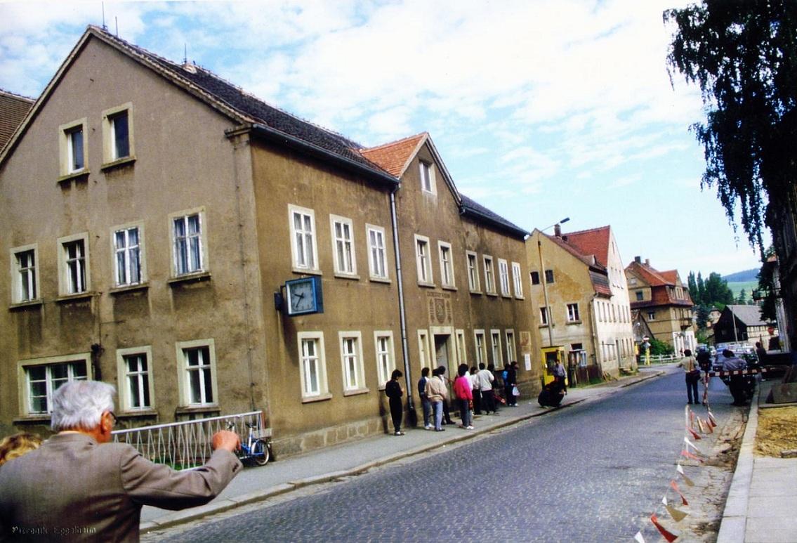 Die Bahnhofstraße in Wilthen um 1990.