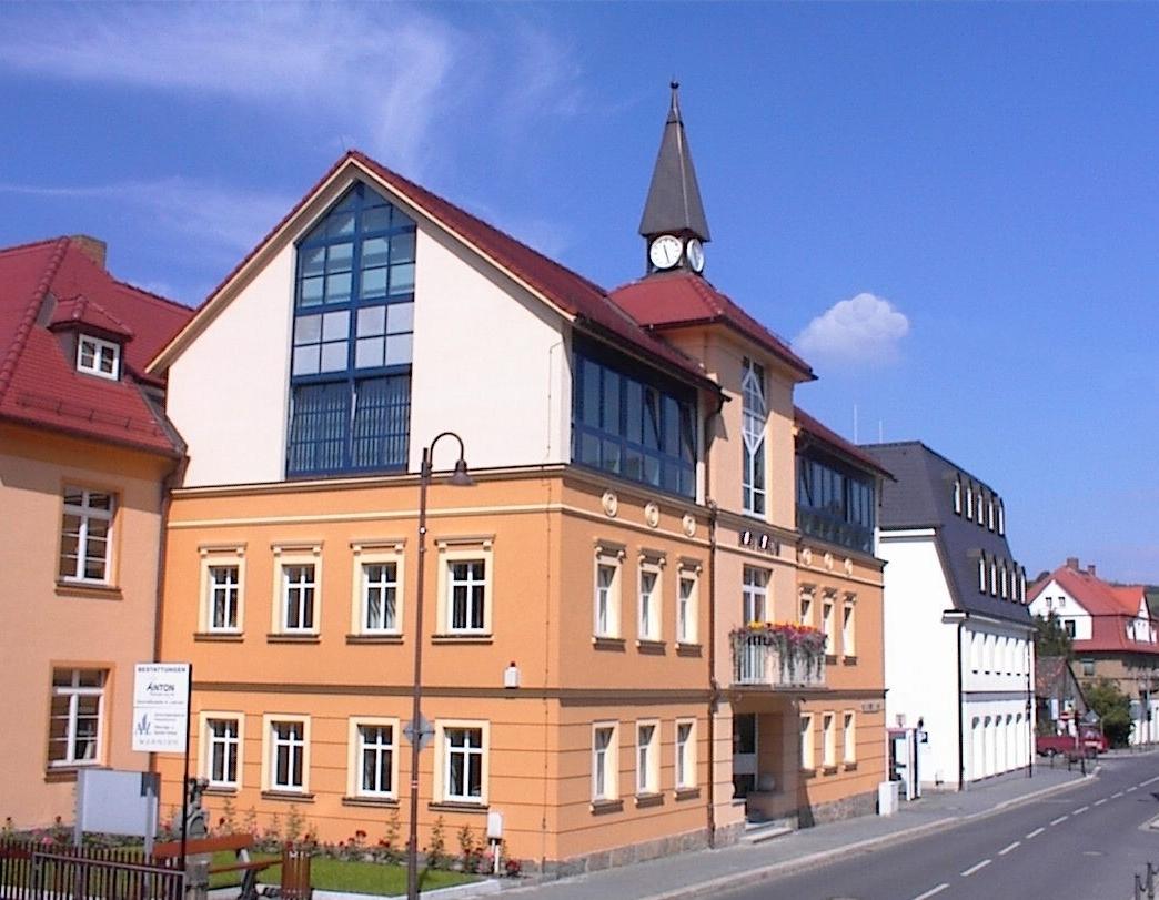Die Bahnhofstraße in Wilthen um 2015.