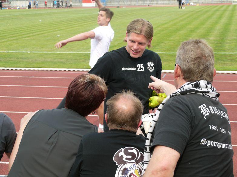 Torwart Jakub Jakubov stand nicht im Tor, er wird Budissa Bautzen verlassen. Abschied von seinen Freunden.