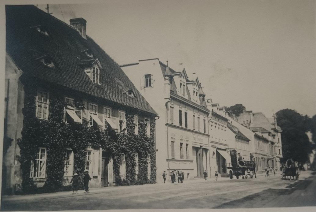 Blick auf Görlitzer Str. in Richtung Zinsendorfplatz vor 1945.