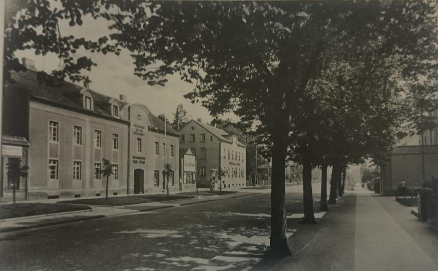 Blick auf Muskauer Straße vor 1945. Gasthof zum Stern.