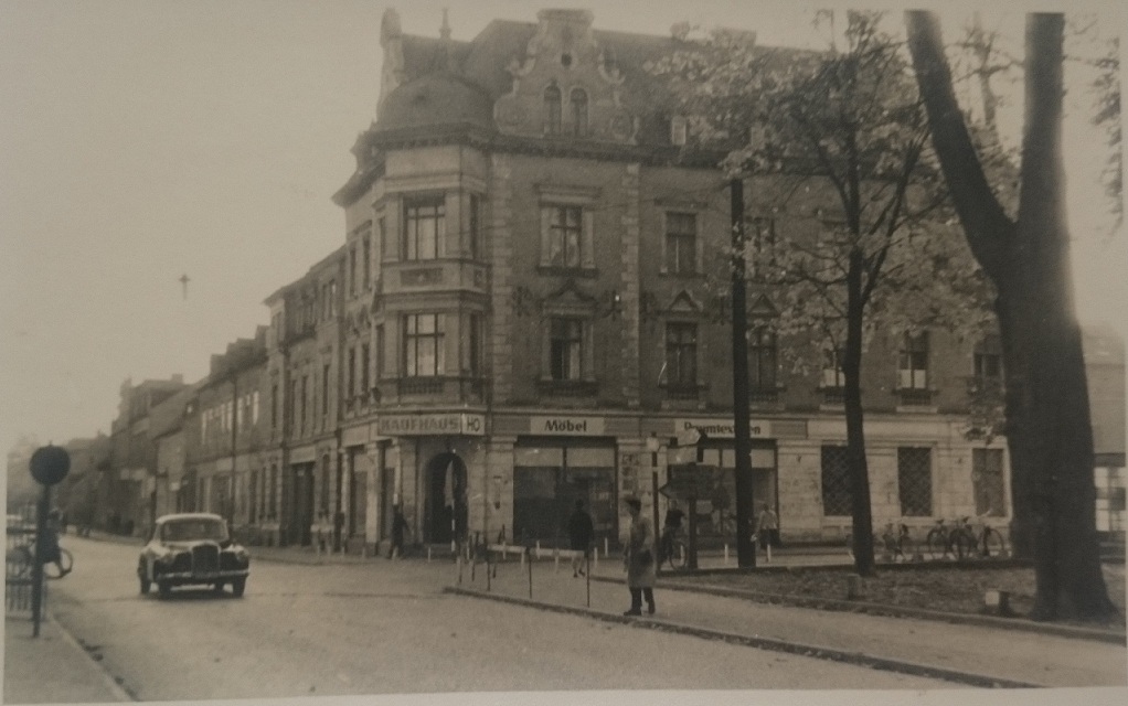 Blick vom Zinsendorfplatz auf Görlitzer Str. vor 1960.