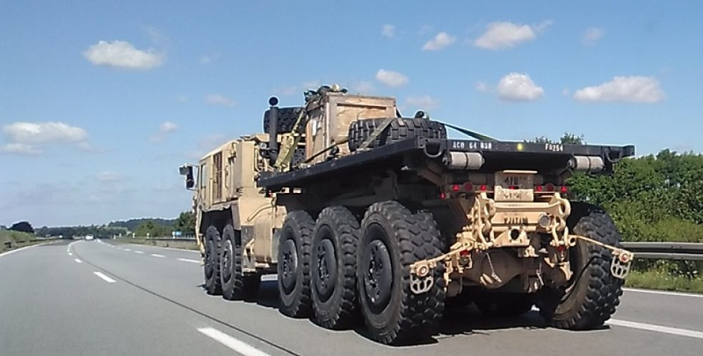 Armee-Autobahn1-985x500.jpg