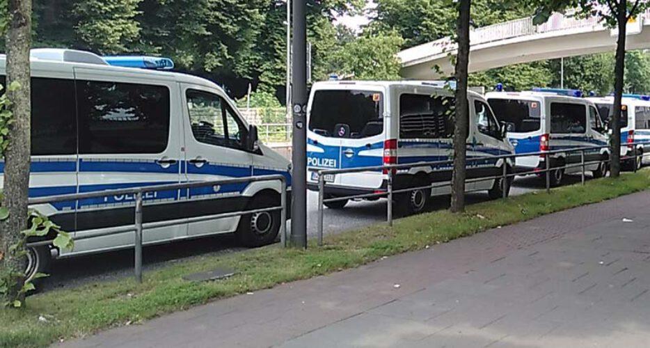 Polizei-Demo-934x500.jpg
